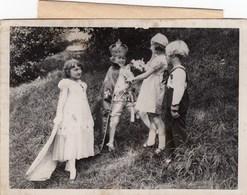 PHOTO ORIGINALE (13x18) L Election Du Roi Et De La Reine Des Gosses De 1935 - Identified Persons