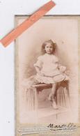 PHOTO ORIGINALE 1902-Jolie FILLETTE Avec Sa RAQUETTE (MARCELLE)-PETITE CDV-Dim. 8cm X 4,5cm-PHOTO CHAMBERLIN Paris - Altri