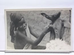PHOTO GOETRE GEORGE - CAMEROUN ? - FEEDING AN ??? A TULAMI LASS - Africa