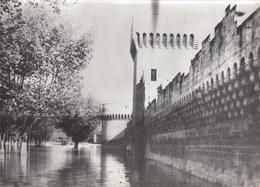PHOTO ORIGINALE (13x18)AVIGNON Les Eaux Du Rhone En Crue Aupied Des Remparts - Places