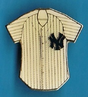 PIN'S //  ** MAJOR / LEAGUE BASEBALL // YANKEES BY // PETER DAVID ** - Baseball