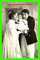 NORTH CAROLINA - ENJOYING PARENTHOOD IN 1925 - CAUGHT IN THE MIDDLE - VINTAGE IMAGES - - Etats-Unis
