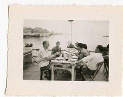Homme Men Man Restaurant Plage Beach été Vacances Bon Temps Copains Buddies Mini Photo - Anonymous Persons