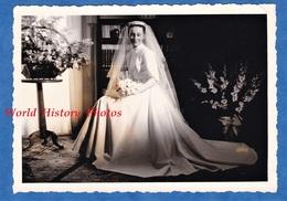 Photo Ancienne Snapshot - Portrait Femme Le Jour De Son Mariage Robe De Mariée Mode Fille Woman Girl Deco Decor Vintage - Photographs