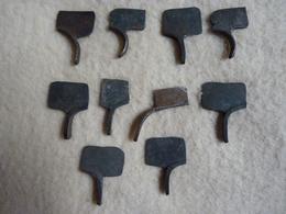LOT 1   DE 10 GACHETTES POUR FUSILS OU PISTOLETS ANCIENS - Autres