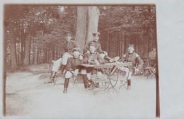 AK Foto Deutsche Soldaten In Gastgarten - 1. WK (38824) - Weltkrieg 1914-18