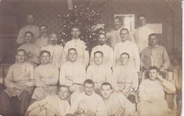 AK Foto Deutsche Soldaten Bei Weihnachtsfeier In Lazarett - Verwundete Kranke - Feldpost 1. F.L. 14. AC - 1916 (38825) - Weltkrieg 1914-18