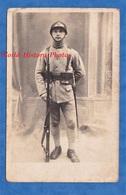 CPA Photo - Beau Portrait D'un Soldat Du 144e Régiment - Voir Casque , Fusil , équipement - WW1 ? Poilu ? Soldier - Guerra 1914-18