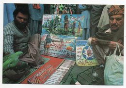 Pakistan--KARACHI -- Diseurs De Bonne Aventure --Astrologer Pastends Of Future Of His Clients (animée) - Pakistan