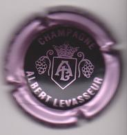 Capsule Champagne LEVASSEUR Albert ( 19 ; Noir Contour Rosé-violacé ) {S04-19} - Champagne
