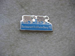 Pin's 2 Belles Vaches Appartenant Au Restaurant FROHHEIM Berg (TG) En Suisse - Animals