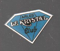 Pin's ARLES.CLUB DISCOTHEQUE LE KRYSTAL PAR LYGEA AIX EN PROVENCE.....BT4 - Cities
