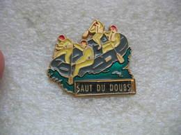 Pin's Canoe-Kayak Dans La Cascade Du Saut Du Doubs (Suisse) - Canoeing, Kayak