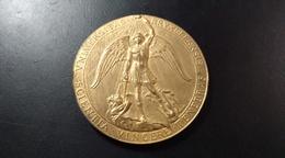 Médaille à Coudre. Université Libre De Bruxelles. - Belgium
