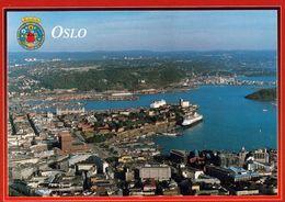 1 AK Norwegen * Blick Auf Die Hauptstadt Oslo - Luftbildaufnahme Und Das Wappen Von Oslo * - Norwegen