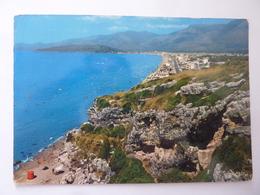 """Cartolina Viaggiata """"MARINA DI MINTURNO Panorama E Scogliera Monte Argentario"""" 1974 - Altre Città"""
