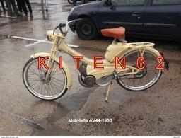 Cyclomoteur De Marque Mobylette  De Couleur Jaune De Type AV 44-1960. - Cyclisme