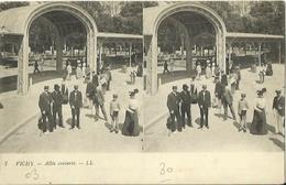 CPA Stéréoscopique - VICHY - Allée Couverte (stéréo N°7). - Vichy