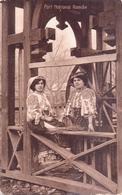 ALTE  AK    PORT  NATIONAL  ROMAN / Rumänien  - Frauen In Tracht Etc. -  1918 Gelaufen - Roumanie