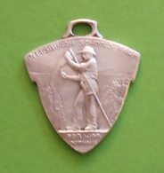 Médaille En Métal Blanc - Ferme École Pittsburgh Pour Orphelins De Guerre à Champagne Sur Seine - Professionnels / De Société