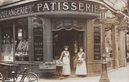 A-19-987 :  CARTE-PHOTO.  MAGASIN PATISSERIE BOULANGERIE MAIOSN VICTOR LUCAS. PARIS ? - Shops