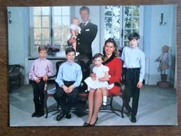 Postkaart   Le Grand-Duc Héritier La Grande- Duchesse Héritiere De Luxembourg Et Les Enfants - Grand-Ducal Family