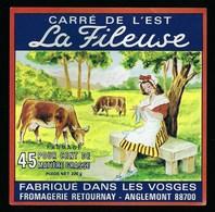 """Etiquette Fromage Carré De L'est La Fileuse  45%mg Fabriqué Dans Les Vosges Fromagerie Retournay Anglemont """"femme, Vache - Fromage"""