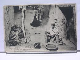 SERBIE - CAMPAGNE D'ORIENT 1914 - 1917 - INTERIEUR D'UNE HABITATION SERBE DANS LA MONTAGNE - ANIMEE - 1917 - Serbie