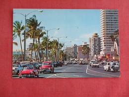 Kalakaua Ave Classic Autos Hawaii > Honolulu >ref 3135 - Honolulu