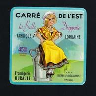 Etiquette Fromage Carré De L'est La Belle Dieppoise  Fabriqué En Lorraine  Hurault Dieppe Meuse 55 Signé Jub - Fromage