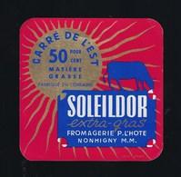 Etiquette Fromage Carré De L'est Soleildor  Fabriqué En Lorraine Fromagerie L'Hôte Nonhigny Meurthe Et Moselle Vache - Fromage