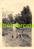 ANCIENNE PHOTO JEUNE HOMME NU YOUNG MAN GUY NUDE GAY TIR A L'ARC - Personnes Anonymes