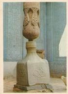 Khiva Palais Tach Khaouli Vase De Marbre Et Colonne De Bois Dans L'aïwan - Ouzbékistan