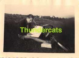 ANCIENNE PHOTO VINTAGE SNAPSHOT 5 CM X 7 CM  HOMME GARCON MALE MAN ETANG RHODE ST GENESE - Personnes Anonymes