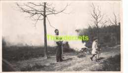 ANCIENNE PHOTO VINTAGE SNAPSHOT 10,5 CM X 6, CM  HEIDE ANVERS ANTWERPEN FEU BOIS BOS PARK - Personnes Anonymes