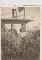 CROATIA, ZADAR   --  JNA, YUGOSLAV OFFICER, & WOMAN PARTISAN,  MART 1945  ~~  ORIGINAL PHOTO  ~~ 7,7 Cm X 5,5 Cm - Militaria
