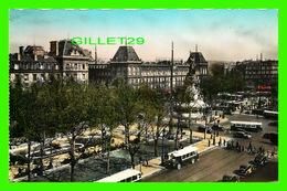 PARIS (75) - PLACE DE LA RÉPUBLIQUE (1854-1862) - ANIMÉE AUTOBUS & VIEILLE VOITURES - ÉDITIONS U.A.T. - - Places, Squares