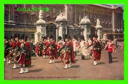 LONDON, UK - SCOTS GUARDS PIPERS LEAVING BUCKINGHAM PALACE - LANSDOWNE PUBLISHING CO LTD - - Buckingham Palace
