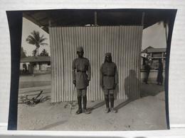 Congo Belge. Militaires. 8x11 Cm - Afrique
