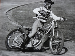 Belle Photo Ancienne Années 70 Speedway Moto Ancienne Ivan Mauger Jawa AMA! Tampon Du Photographe - Motos