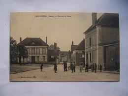1---7----les Sieges Yonne Devant La Place - France