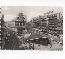 BELGIQUE - BRUXELLES - LA PLACE DE BROUCKERE  - CARTE PHOTO DENTELEE N/B  - VOYAGEE En 1966 - TRES ANIMEE - Squares