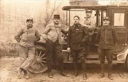Rare Carte Photo 5 Chauffeurs Devant Véhicule Militaire - 1914-18