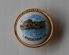 Pin's Blason Porcelaine Landerneau - Cities