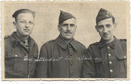 AYWAILLE : Photo-carte Avec 3 Prisonniers Belges Au Stalag VIIIA - Cachet Du Stalag Au Verso - Aywaille