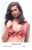 VALERIE LEON - Film Star Pin Up PHOTO POSTCARD - C39-31 Swiftsure Postcard - Entertainers