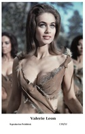 VALERIE LEON - Film Star Pin Up PHOTO POSTCARD - C39-32 Swiftsure Postcard - Entertainers