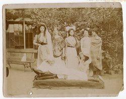 Superbe 1898 XIX Orientalisme Deguisement Pacha Carnaval Fête Femme Women Homme Man Sofa Préraphaélite Pictorialiste - Anonymous Persons