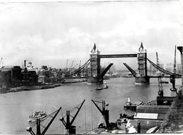 CPA-1950-ANGLETERRE-LONDON-TOWER BRIDGE -Les QUAIS De Déchargement Avec Ses Grues- BE - River Thames