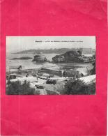 BIARRITZ   64 -  Le Port Des Pecheurs A Droite Le Rocher   La BASTA  - DELC5 - - Biarritz